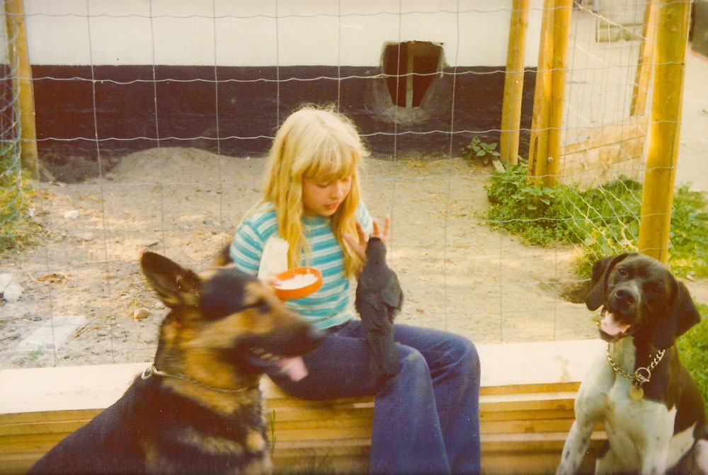 Jørgens datter fodrer rågeunger