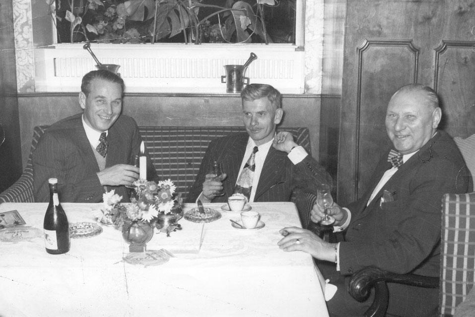 Et produktivt møde mellem Amund Enger, Phil Sharpe og Niels Larsen, frokost på Damhuskroen